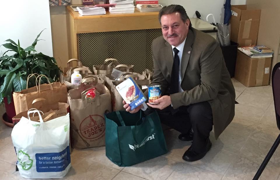 State Senator Joe Addabbo dropping off food from the holiday drive at Sacred Heart Church.